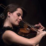 Micat in Vertice, la violinista Francesca Dego torna alla Chigiana insieme al cornista Martin Owen e al pianista Maurizio Baglini